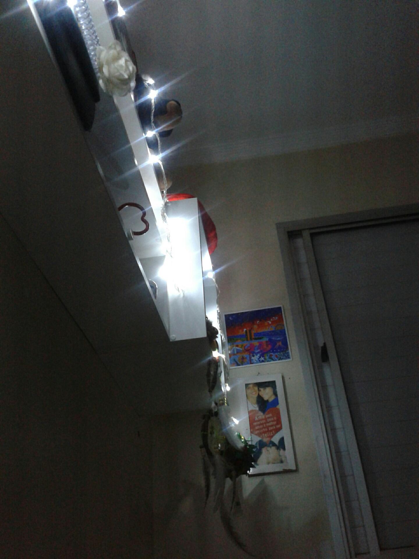 Luzinhas na estante, antes de dormir :)