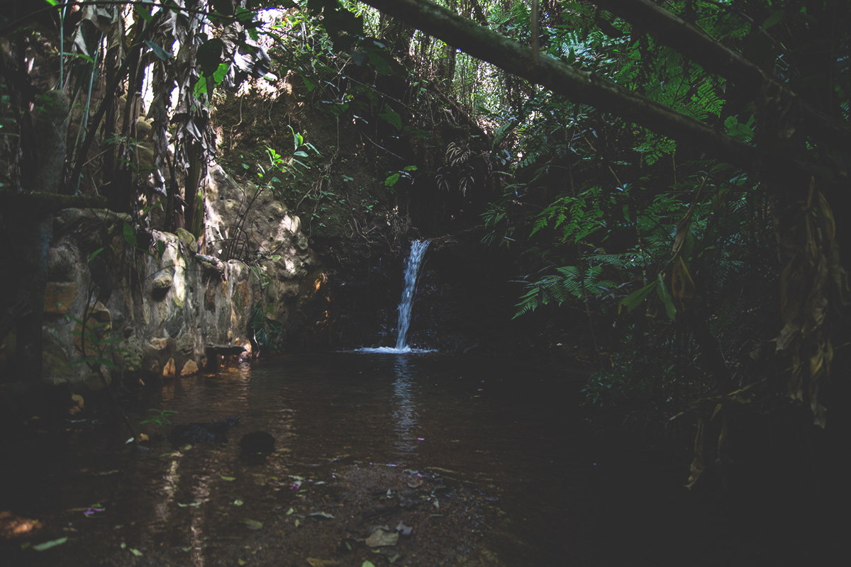 Essa cachoeira pequena, é da propriedade deles, e é delicioso para tomar banho matinal ahaha